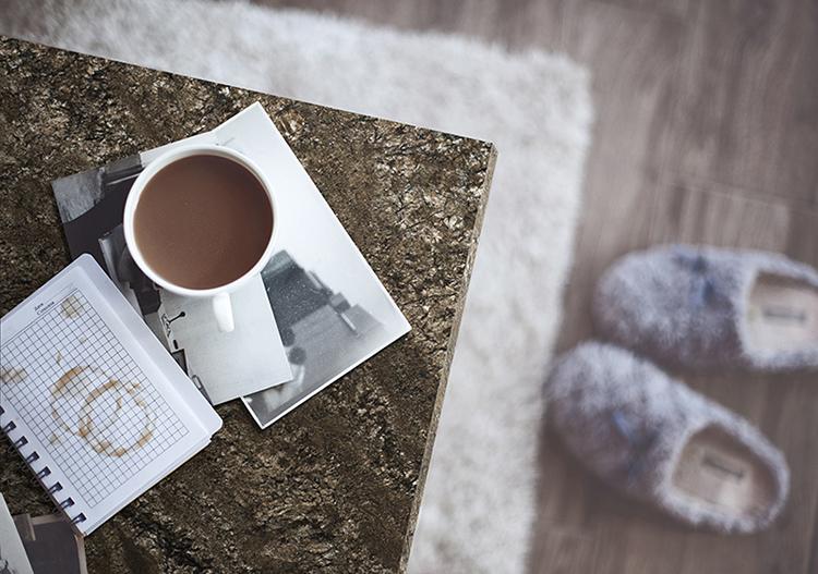 Cafe en mesa de piedra