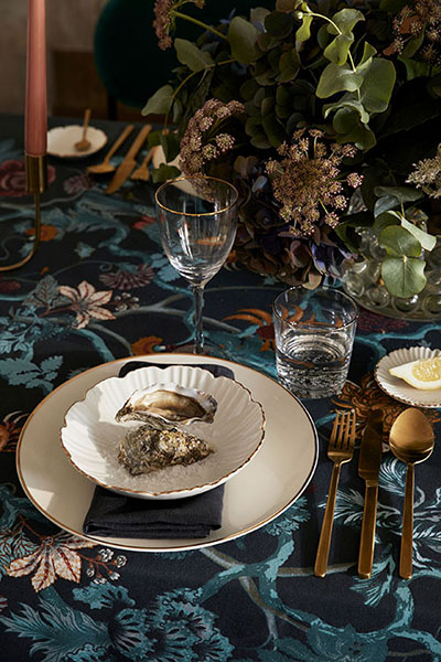 Plates with little golden touch and golden cutlery. Image source: H&M
