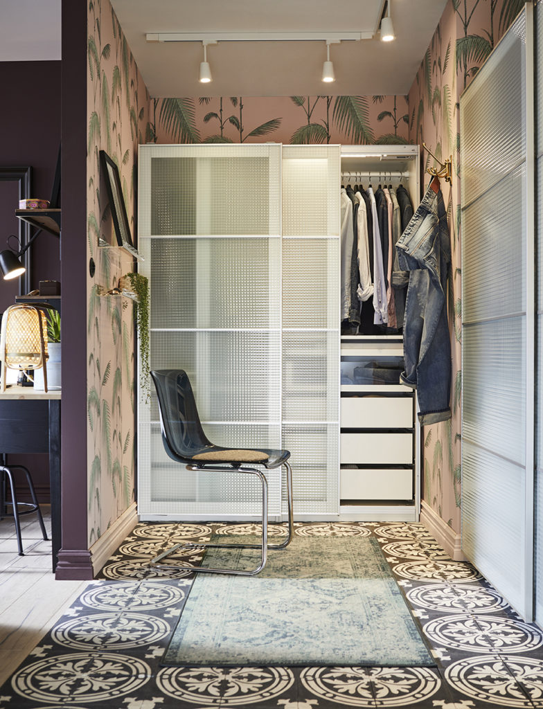 Closets well organized to facilitate getting the most out of the wardrobe. Image Source: Ikea