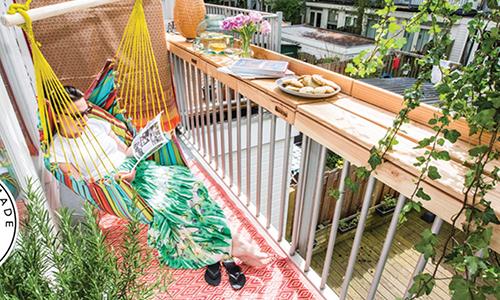 Barra de madera y hamaca, el combo perfecto. (Fuente imagen: Balkon Bar)