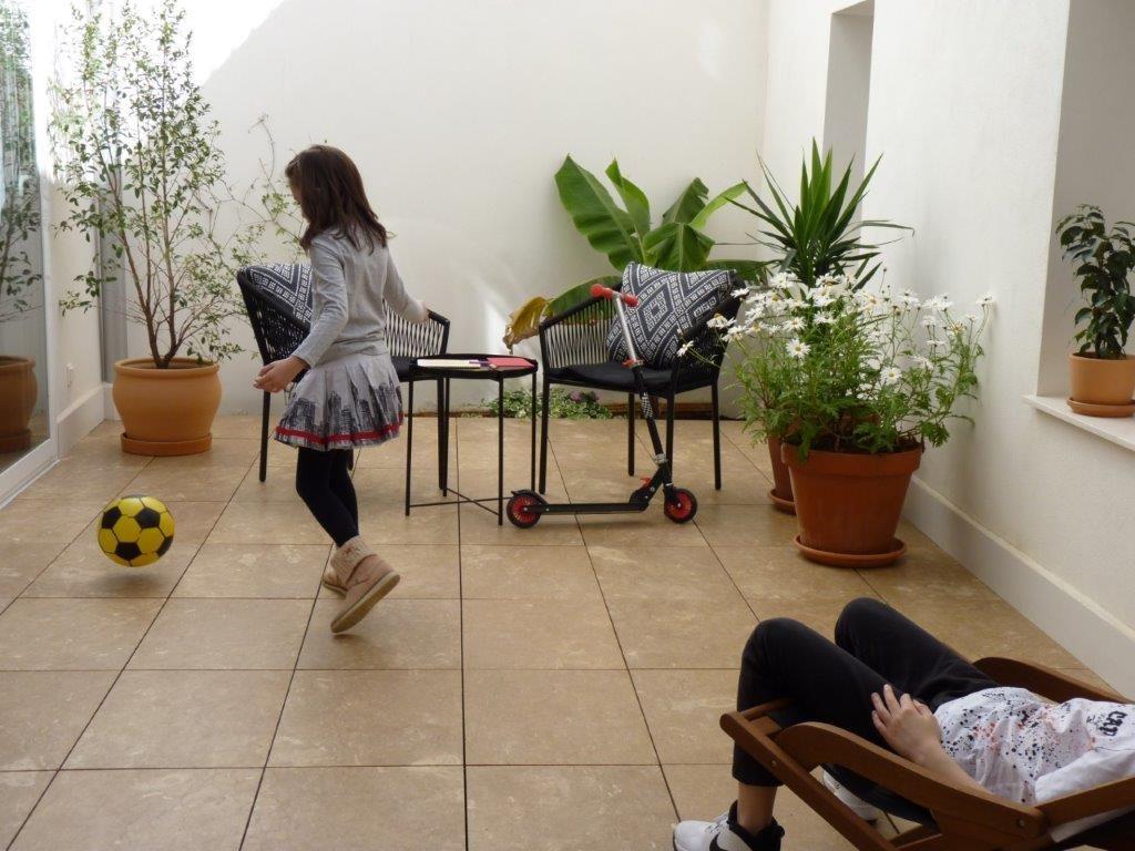 Los patios pueden albergar múltiples juegos y actividades (Fuente imagen: Levantina)
